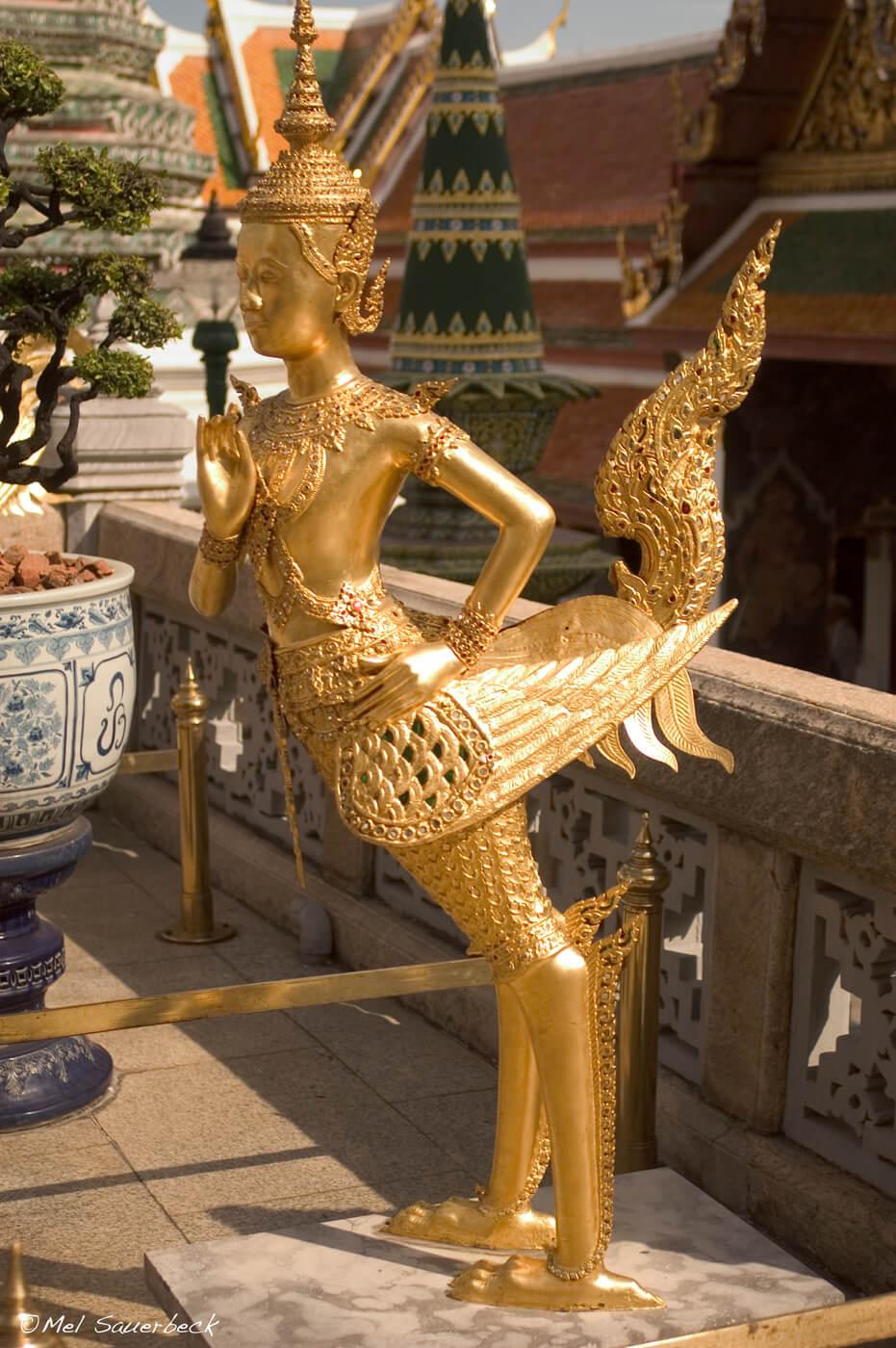 Golden Thai temple statue